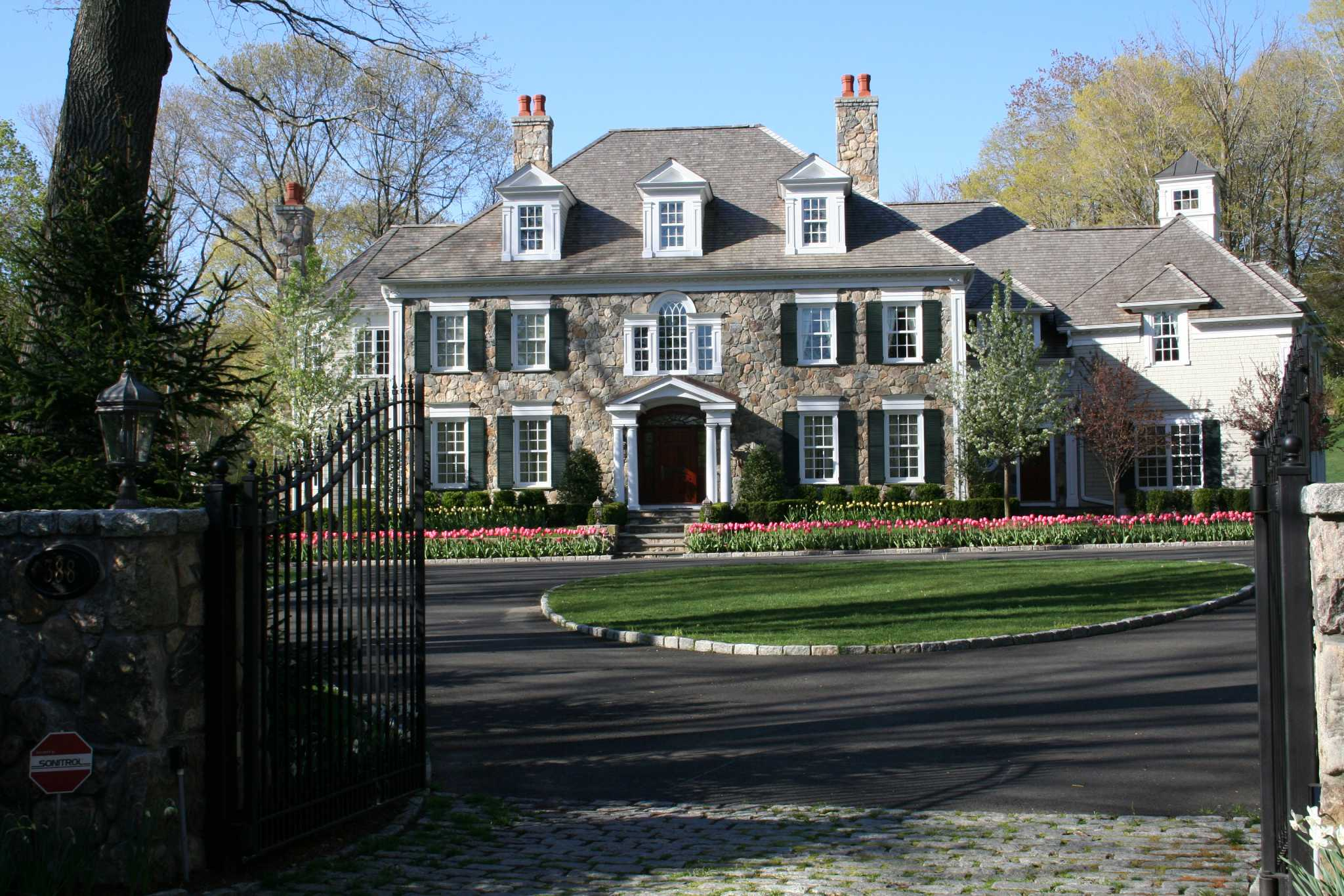 On the market: A stately Georgian - New Canaan News