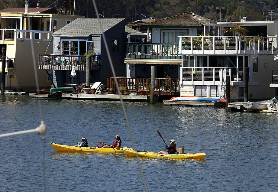 These kayakers get an unofficial preview of the 28th annual tour of floating homes in Sausalito, which will include 14 homes. Photo: Brant Ward, The Chronicle