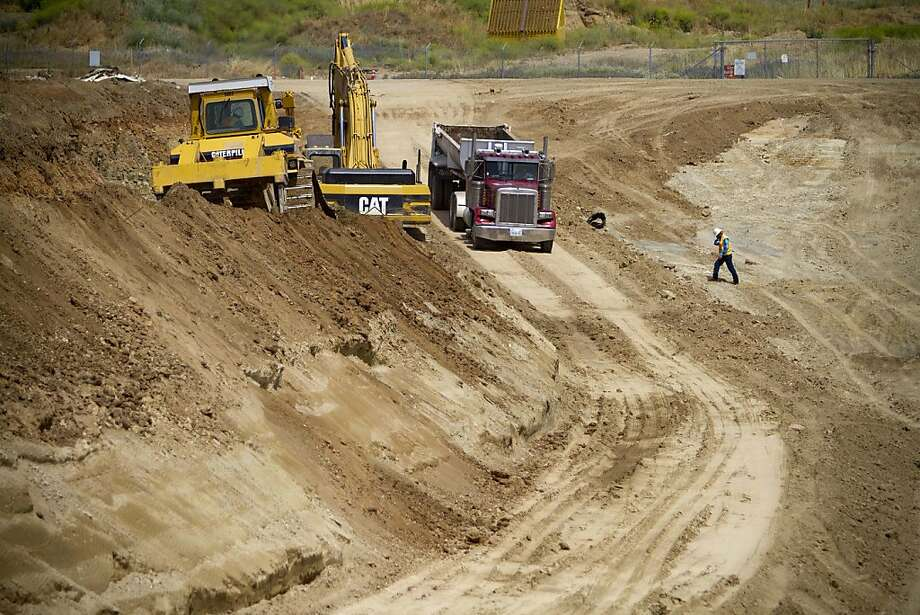 The radioactive waste dump at the former McClellan Air Force Base will be able to hold 360,000 cubic yards of entombed soil. Photo: Randy Allen, Center For Investigative Reporti