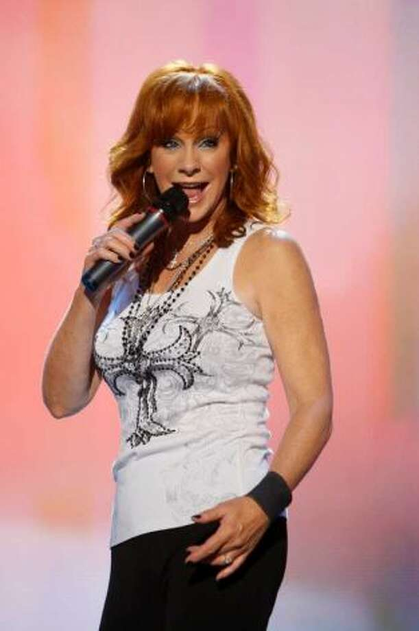 Country music singer Reba McEntire began trending on Twitter over false reports that she died falling off an Austrian mountain. Photo: AP