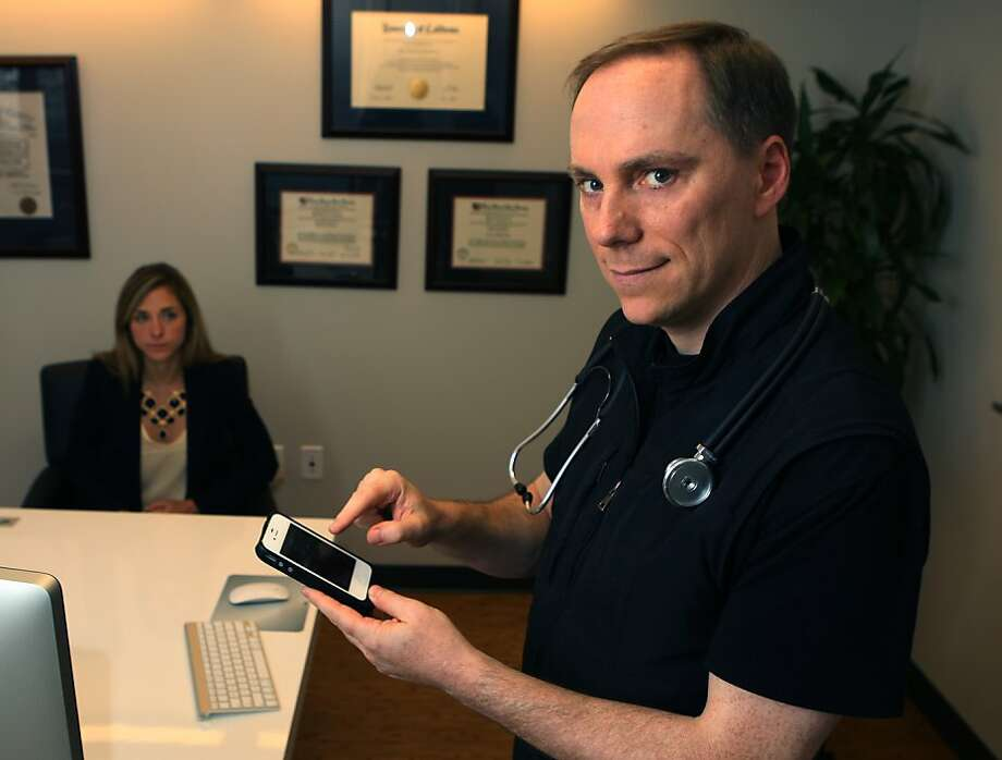 Dr. Paul Abramson (right) and Lauren DeDecker use smartphones to gain new insights into patient conditions. Photo: Liz Hafalia, The Chronicle