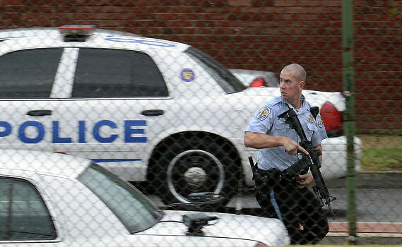 A police officer runs along M Street Southeast, near 6th Street during a shooting at the Washington Navy Yard on September 16, 2013 in Washington, DC. Photo: The Washington Post, The Washington Post/Getty Images / 2013 The Washington Post