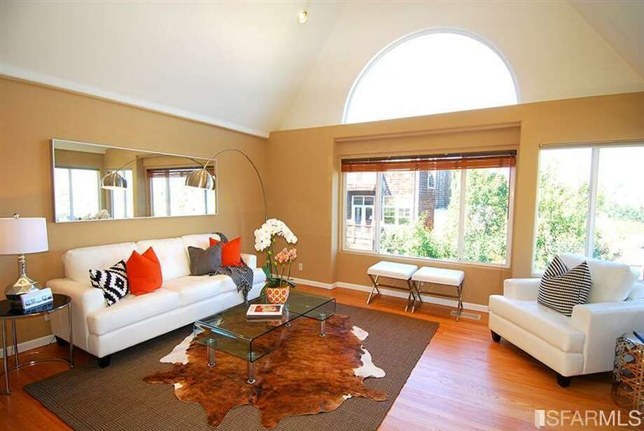 Bright living room. Photos via MLS/Nina Geneson, Metropolitan Properties