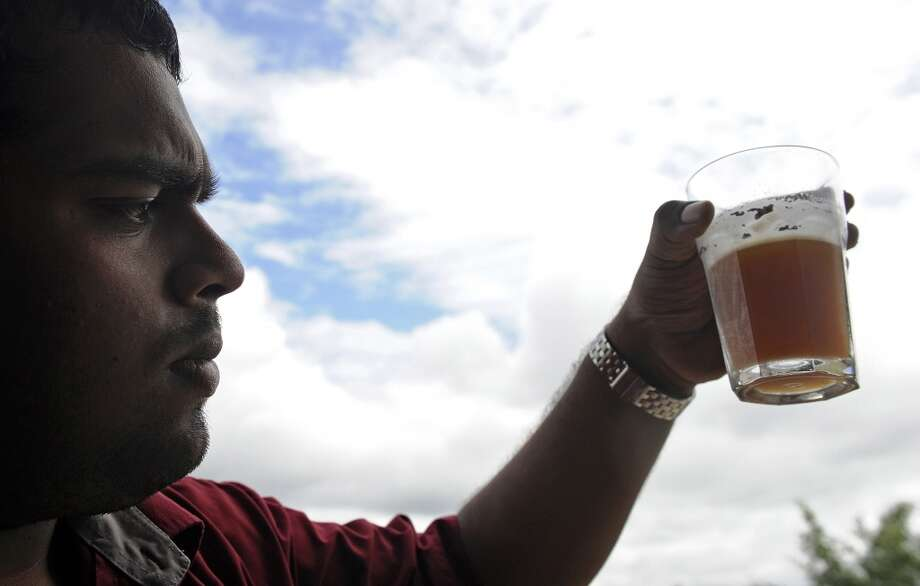Craft beers – Ales, stouts and reds vs. big label lagers Photo: INDRANIL MUKHERJEE, AFP/Getty Images