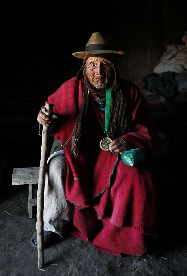Oldest person that ever lived gets a microwave oven: Carmelo Flores, a native Aymara, holds a medal given to 