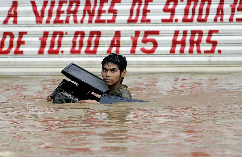 Looting is wrong. And looting electronics products in shoulder-deep water is not only wrong, it's stupid. (Flooding from Hurricane Ingrid in Acapulco, Mexico.) Photo: Stringer, AFP/Getty Images