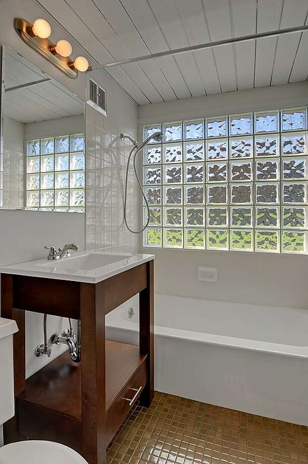 Bathroom of 2815 S Dawson St. It's listed for $434,000. Photo: Courtesy Matt Martel, Findwell