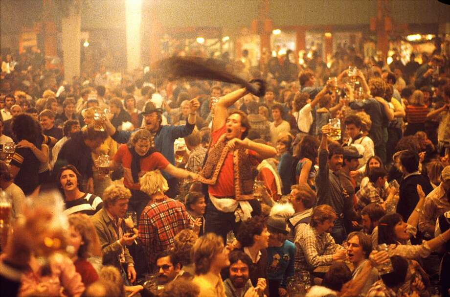 A crowded beer-cellar at the Oktoberfest held in Munich, pictured in 1980. Photo: Ernst Haas, Getty Images / Ernst Haas