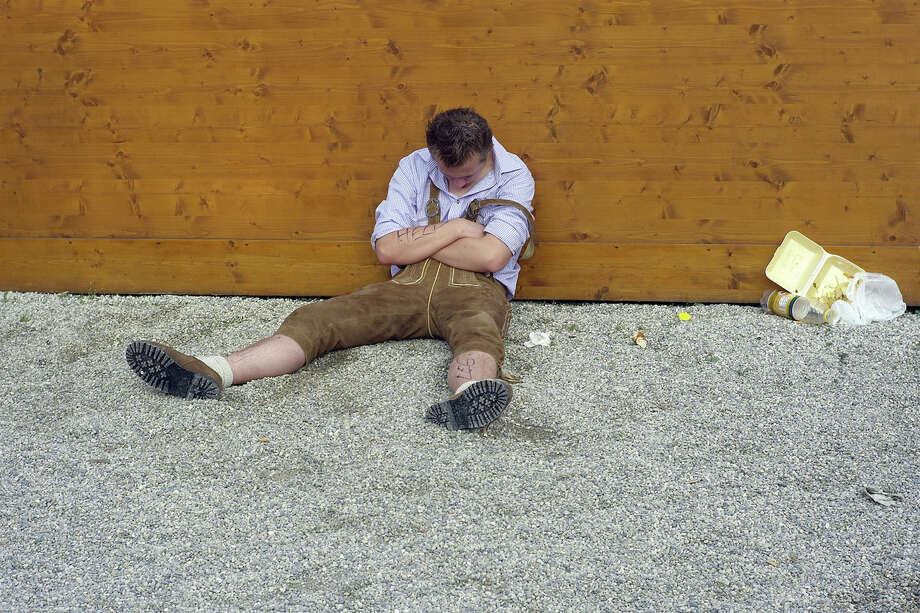 A visitor sleeps behind a beer tent during Oktoberfest on September 19, 2009 in Munich, Germany. Photo: Johannes Simon, Getty Images / 2009 Getty Images