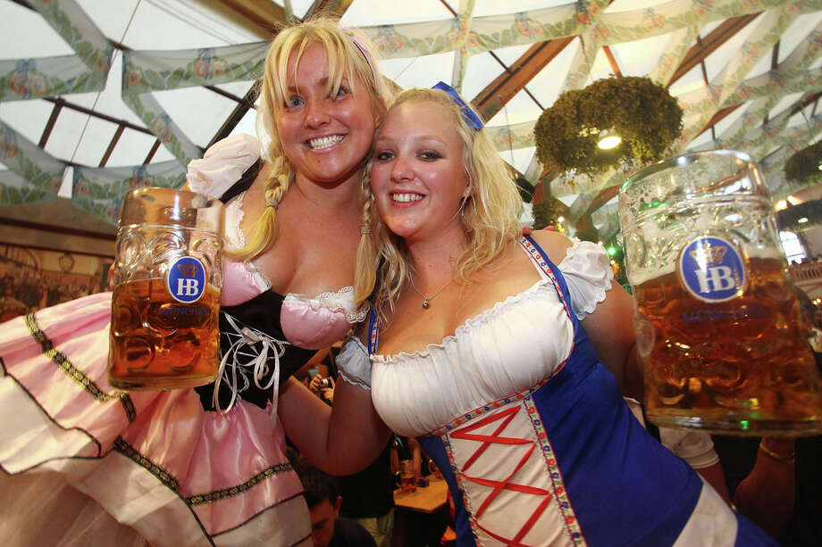 Young women pose with beer mugs at the Hofbraeuhaus beer tent during Oktoberfest beer festival. Photo: Johannes Simon, Getty Images / 2009 Getty Images