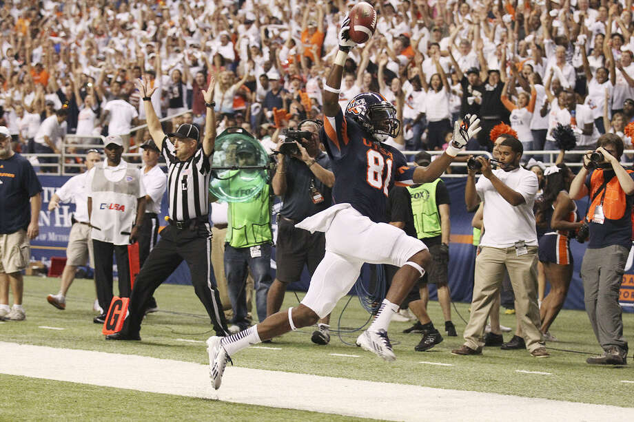 UTSA wide receiver Kenny Bias reacts after scoring a touchdown against Oklahoma State in the Alamodome. After the respectable game against the Cowboys, a reader says it was good to see the positive coverage in the Express-News. Photo: Kin Man Hui / San Antonio Express-News