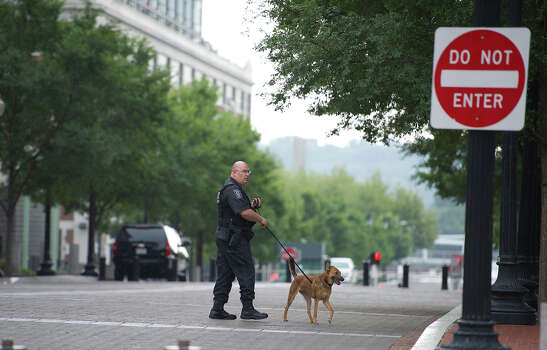 K-9 units search streets and building around the Navy Yard after responding to the report of a shooting at the Navy Yard in Washington, DC, September 16, 2013. A gunman shot and killed at 12 people at the headquarters building at the US Navy Yard. Photo: Douglas Graham / © 2013 CQ Roll Call