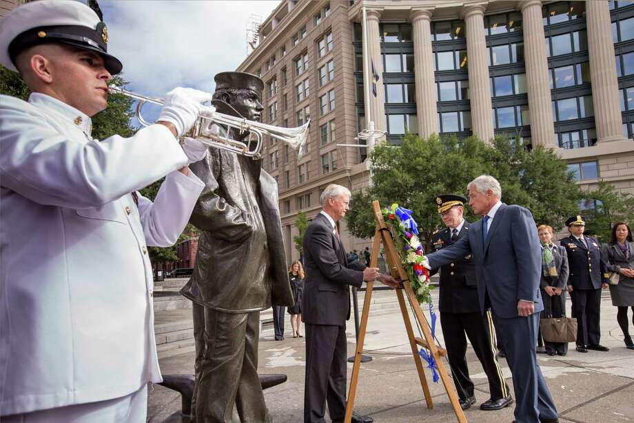 Defense Secretary Chuck Hagel, center right, and Joint Chiefs Chairman Gen. Martin Dempsey, at his side, present a wreath Tuesday at the Navy Memorial. Photo: J. Scott Applewhite, STF / AP
