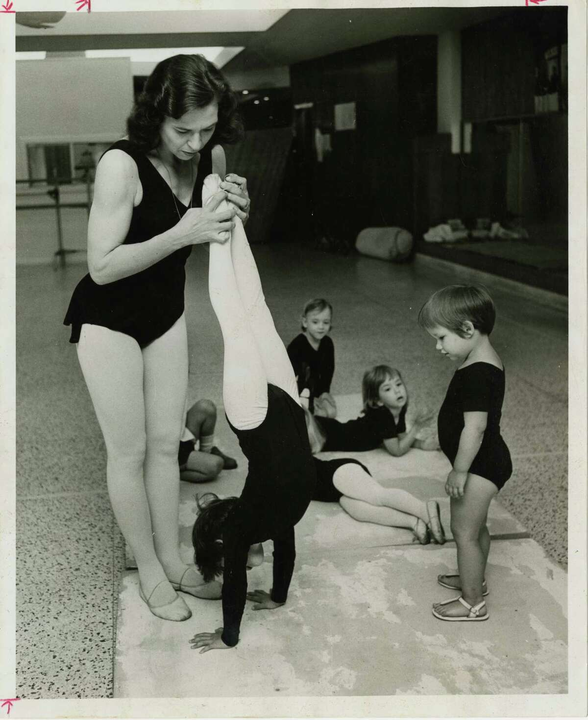 Patsy Swayze teaches a class of young students in 1966.