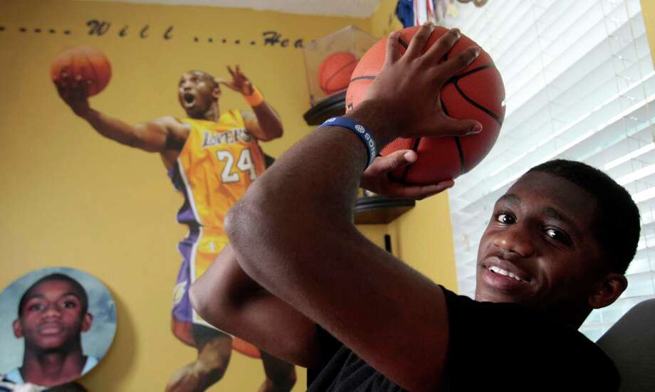 League City teenager Cory Smith caught a sinus infection that spread to his brain and almost killed him on Memorial Day 2012. Photo: Billy Smith II, Staff / © 2013 Houston Chronicle