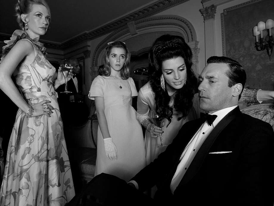 Betty Francis (January Jones), Sally Draper (Kiernan Shipka), Megan Draper (Jessica Pare) and Don Draper (Jon Hamm) - Mad Men - Season 6 - Teaser Gallery - Photo Credit: Frank Ockenfels/AMC Photo: Frank Ockenfels/AMC