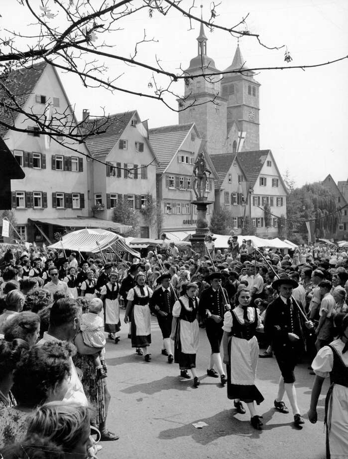 Oktoberfest parade in Germany, 1955. Photo: Authenticated News, Getty Images / 2013 Getty Images