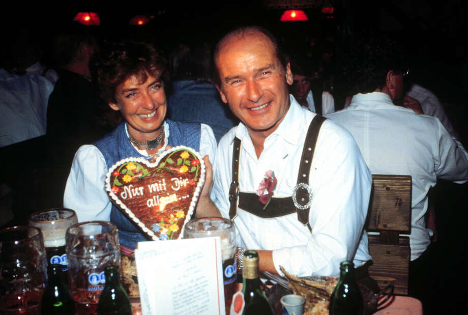 Revelers enjoy Oktoberfest. Photo: Peter Bischoff, Getty Images / 1982 Getty Images