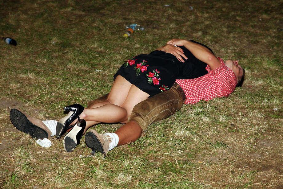 возможно, в отрубе пьяная анжелика очередную тренировку дамочка