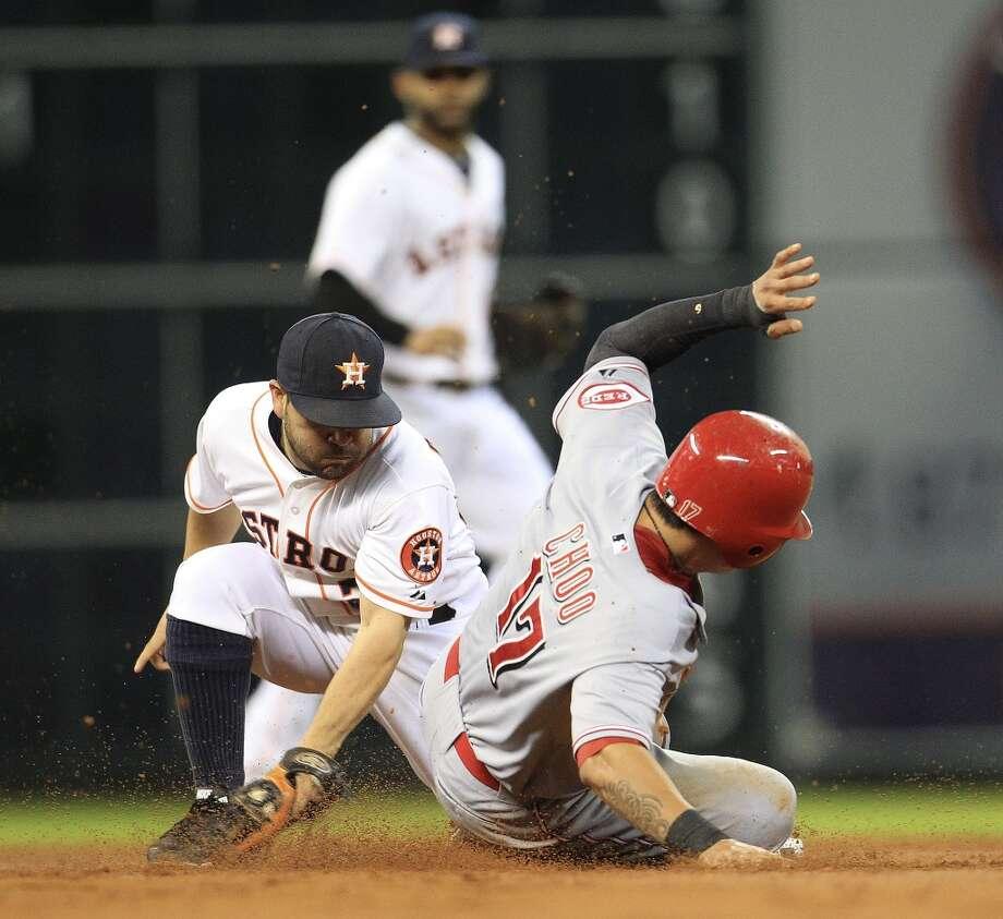 Sept. 18: Reds 6, Astros 5 (13)Astros second baseman Jose Altuve (27) tags out Reds center fielder Shin-Soo Choo. Photo: Karen Warren, Houston Chronicle