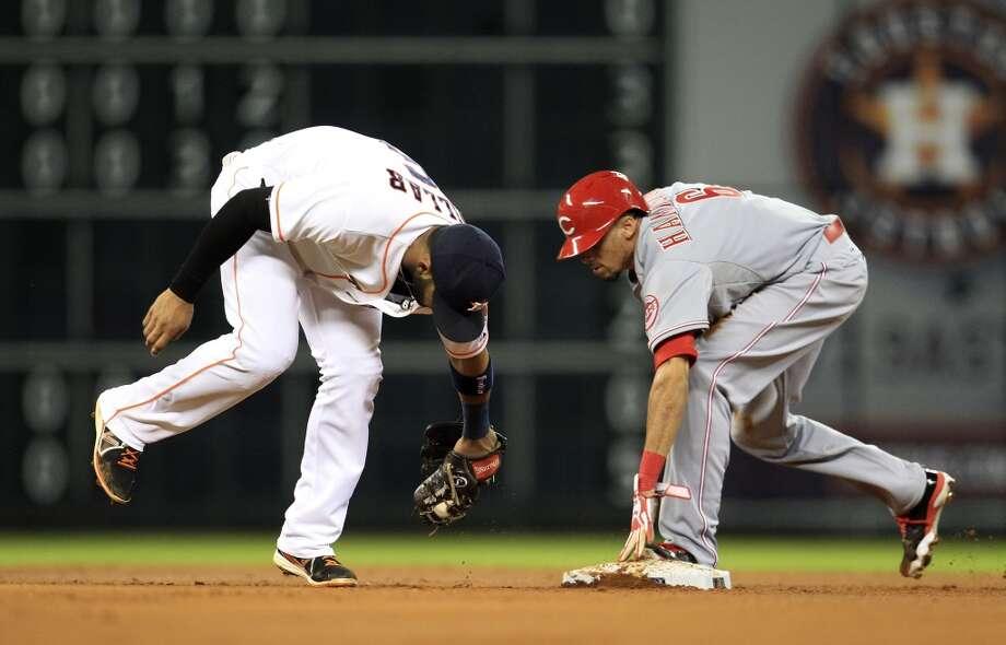 Reds center fielder Billy Hamilton (6) steals second base. Photo: Karen Warren, Houston Chronicle