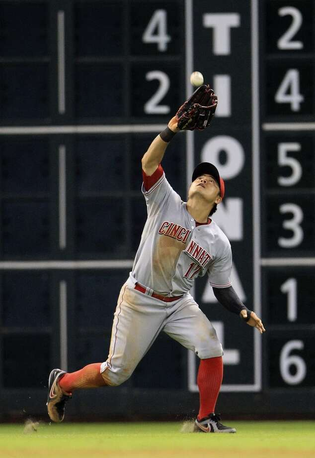 Reds center fielder Shin-Soo Choo (17) reaches up and makes a catch on a fly out by Astros first baseman Brett Wallace. Photo: Karen Warren, Houston Chronicle