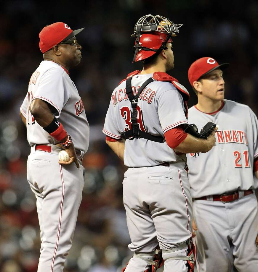 Reds manager Dusty Baker (12) stands on the mound during a pitching change. Photo: Karen Warren, Houston Chronicle