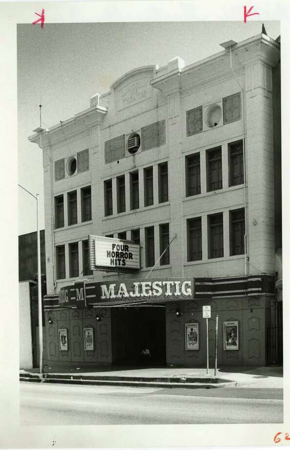 The Majestic theater is pictured in 1977. Photo: Darrell Davidson, Houston Chronicle / Houston Chronicle