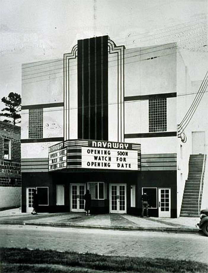 The Navaway Theatre opened in 1939 at 6714 Navigation Boulevard.