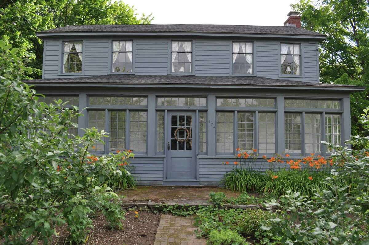 House of the Week: 574 Loudon Road, Newtonville (Latham) | Realtor: For sale by owner | Discuss: Talk about this house