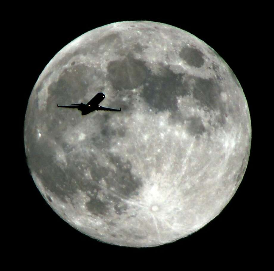 Moonshot: A jetliner approaches to LAX. Photo: Nick Ut, Associated Press