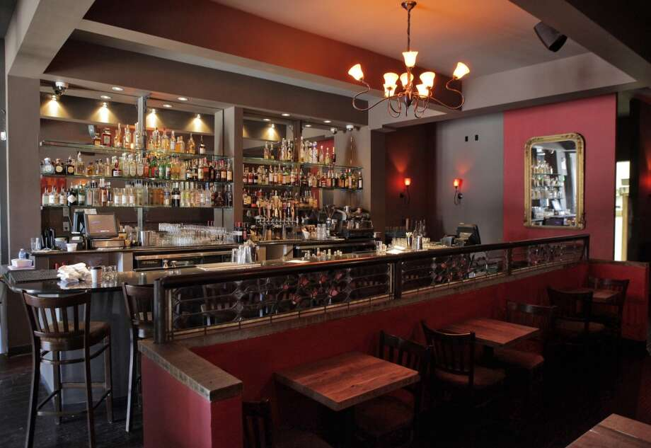 The bar and dining area. Photo: Carlos Avila Gonzalez, The Chronicle