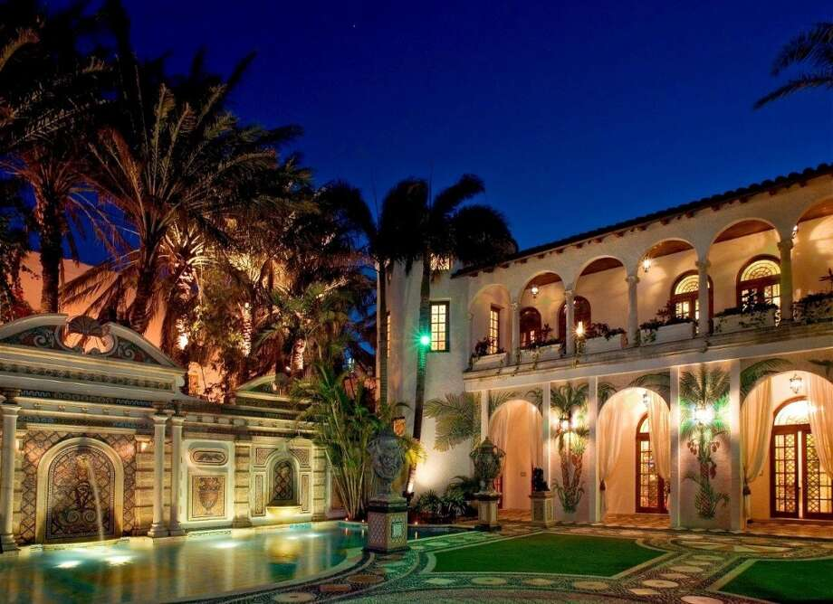 Awesome night shot of outdoor courtyard and mansion.  Photo via Top 10 Real Estate Deals. Photo: Http://www.toptenrealestatedeals.com/gbrown/weekly-features/7-23-2013/