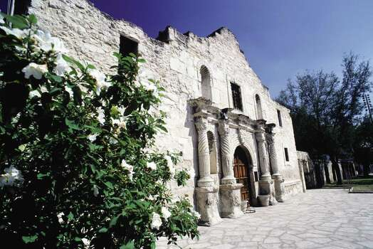 A reader comments on the historical significance of the Alamo and Alamo Plaza — and of the proposals to preserve or restore their integrity. Photo: Getty Images