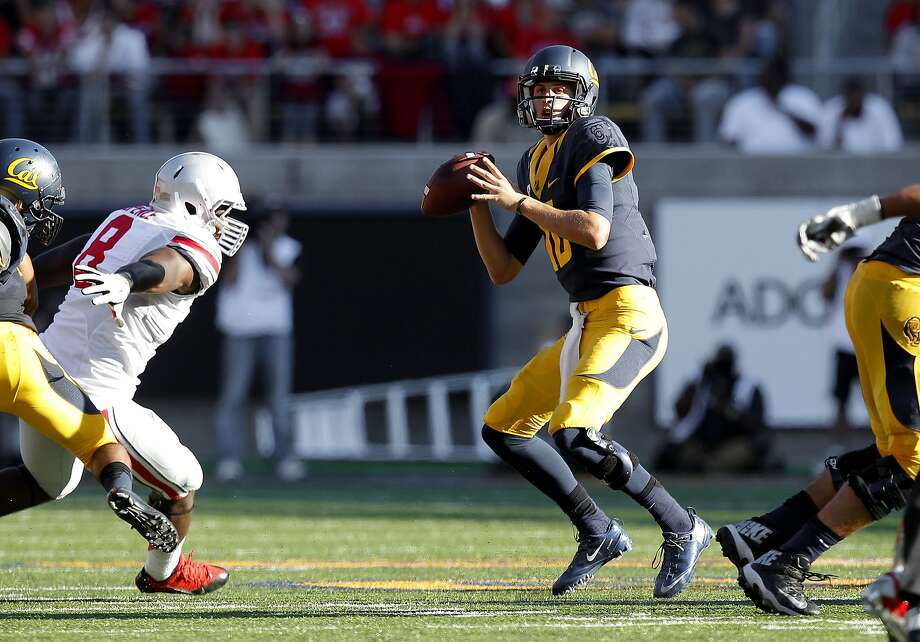 Cal quarterback Jared Goff, (16) looks to throw as the California Golden Bears take on the Ohio State Buckeyes at Memorial Stadium on Saturday Sept. 14, 2013 in Berkeley, Calif. Photo: Michael Macor, The Chronicle
