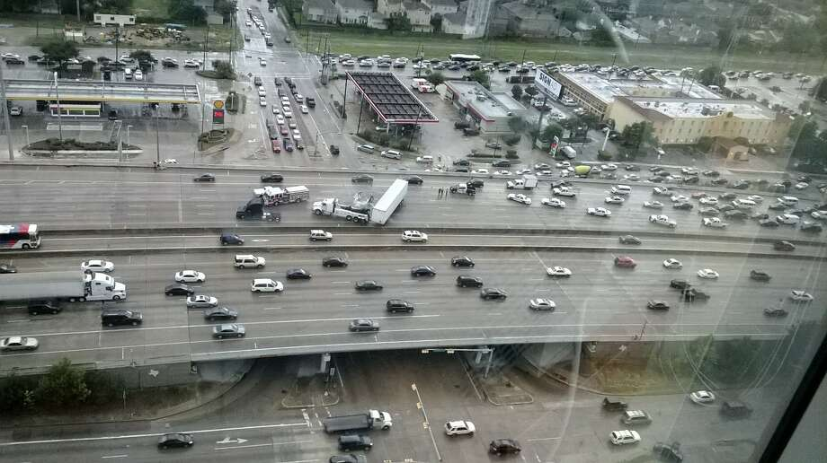 A jackknifed 18-wheeler on U.S. 59 inbound just inside the Loop has shut down five mainlanes and one shoulder near Weslayan just before 4 p.m and the beginning of afternoon rush hour.
