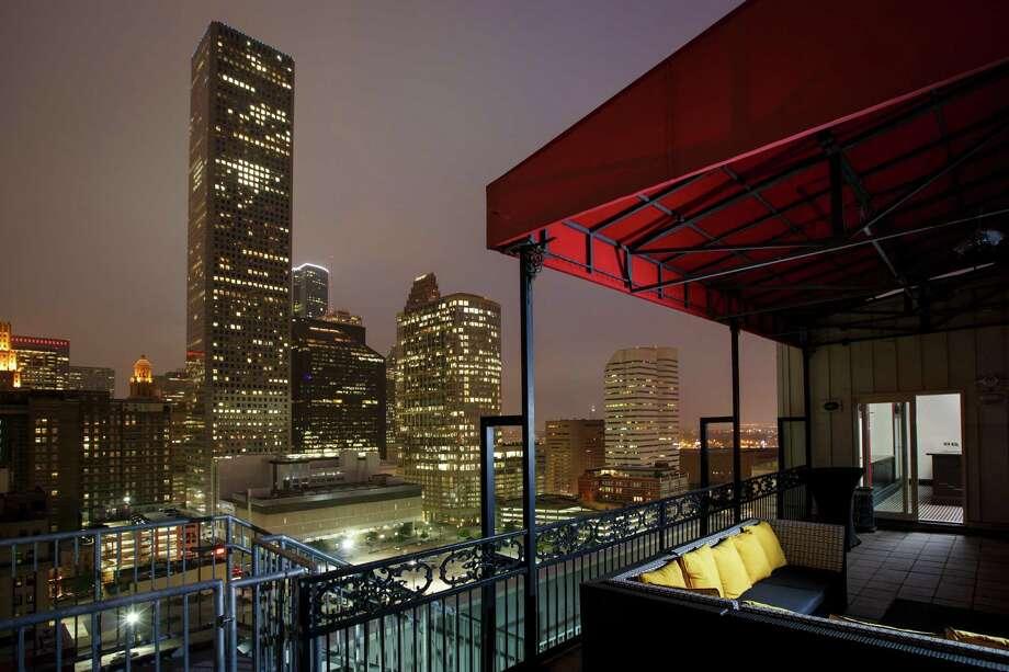 Houston S Poshest Hotel Suites Houston Chronicle