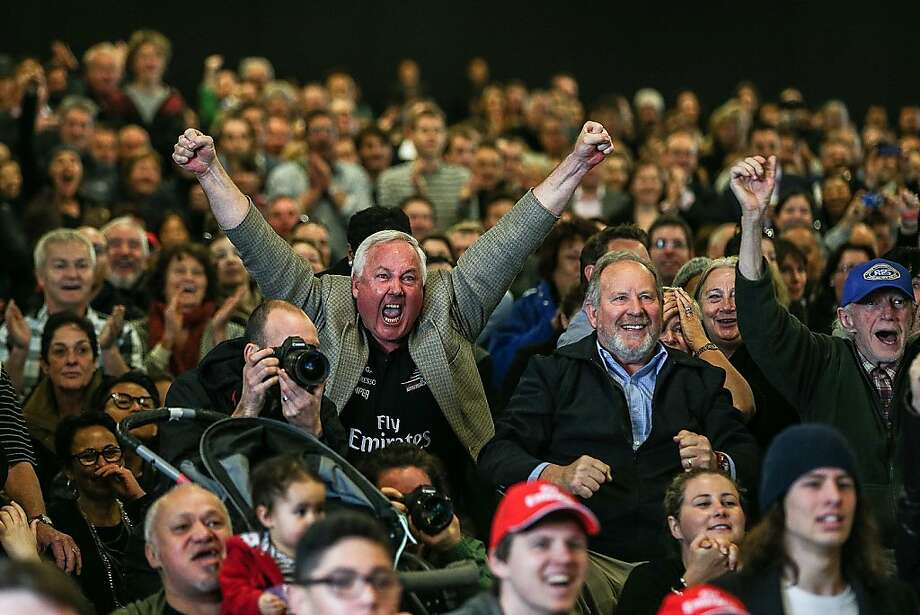 AUCKLAND, NEW ZEALAND - SEPTEMBER 19:  New Zealand fans watch race 11 of the America's Cup between Emirates Team New Zealand and Oracle Team USA  at Shed 10 on September 19, 2013 in Auckland, New Zealand.  (Photo by Hannah Johnston/Getty Images) *** BESTPIX *** Photo: Hannah Johnston, Getty Images