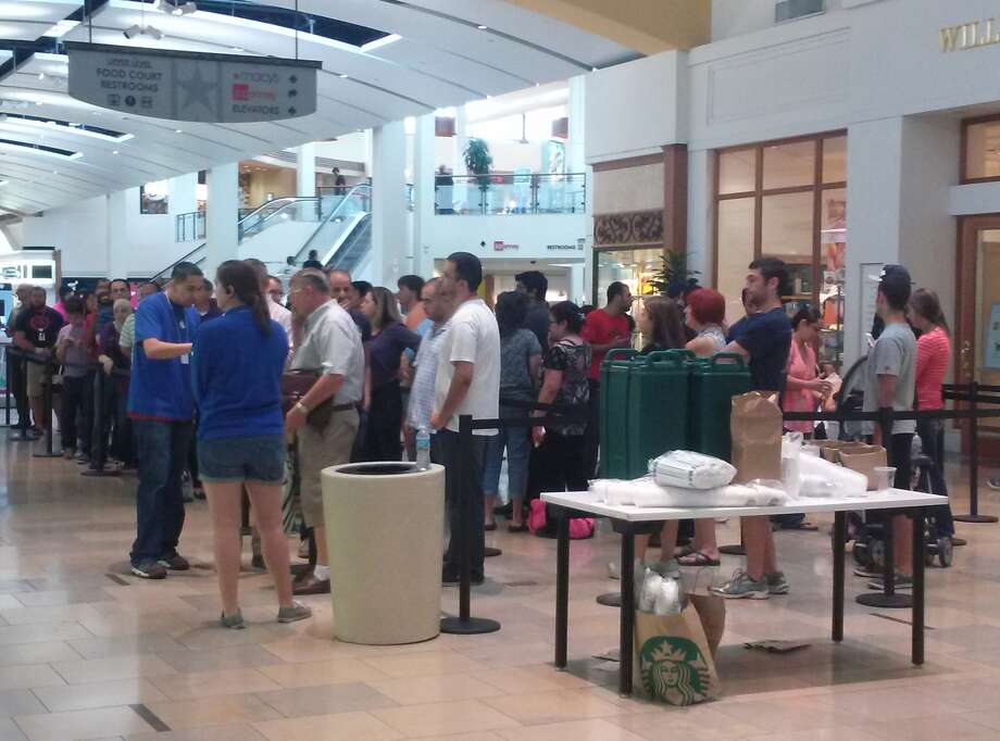 Starbucks was available for customers waiting in line at the Apple Store in North Star Mall. Photo: David G. Palacio/San Antonio Express-News