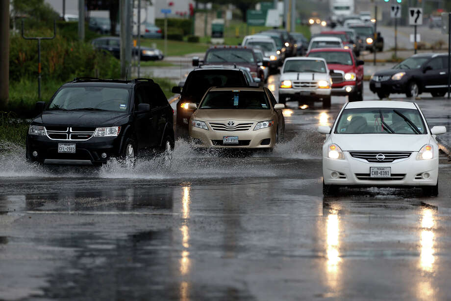 Traffic moves through collecting rainwater at Biz-Engleman and IH35  on September 20,  2013. Photo: TOM REEL