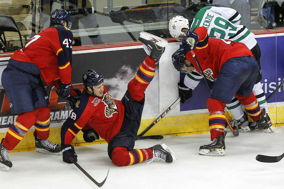 Florida's Shawn Matthias (second from left) falls as Dallas' Curtis McKenzie (far right) fights for the puck. Photo: Marvin Pfeiffer / San Antonio Express-News