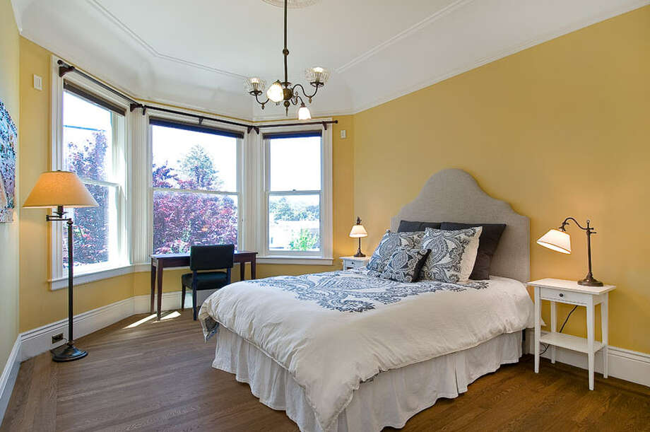 The property boasts eleven-foot, coved ceilings. Photo: OpenHomesPhotogaphy.com
