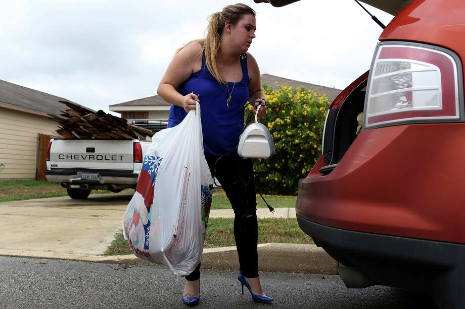 Krystal Perry and her husband  lost their home after they failed to pay their homeowners association fee. A reader praises the recent investigative story that uncovered the practice. Photo: Lisa Krantz, San Antonio Express-News / San Antonio Express-News