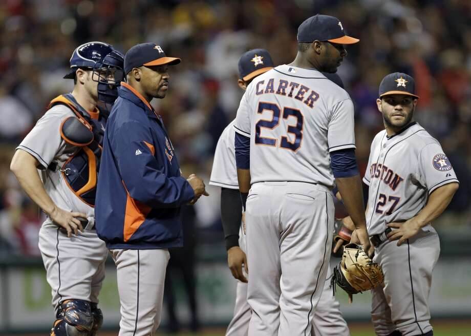 Astros manager Bo Porter waits with his infield during a pitching change. Photo: Mark Duncan, Associated Press