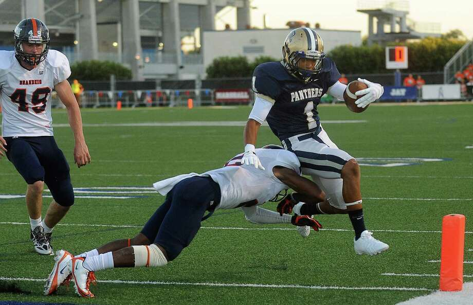 O'Connor running back Jeilyn Williams scores a first half touchdown as Kadarius Lee of Brandeis attempts to stop him during high school football action at Farris Stadium on Saturday, Sept. 21 2013. Photo: Billy Calzada, San Antonio Express-News / San Antonio Express-News