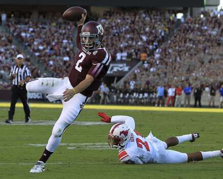 Texas A&M Aggies quarterback Johnny Manziel (2) scrambles for the end zone against Southern Methodist Mustangs defensive back Kenneth Acker (21)  during the first quarter. Photo: Karen Warren, Houston Chronicle