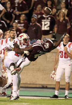 Texas A&M Aggies WR Ja'Quay Williams (4) reaches out to try to get his hands on a pass as Southern Methodist Mustangs defensive back JR Richardson (24) jumps in to defend during the fourth quarter. Photo: Karen Warren, Houston Chronicle