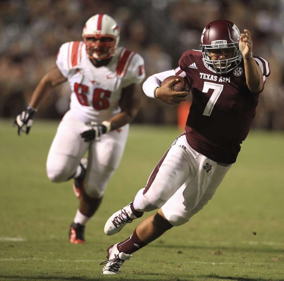 Texas A&M Aggies quarterback Kenny Hill (7) runs the ball during the fourth quarter. Photo: Karen Warren, Houston Chronicle