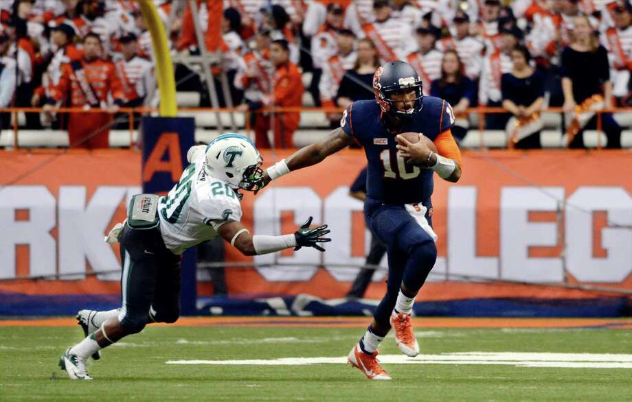 Syracuse's Terrel Hunt, right, runs past Tulane's Nico Marley during an NCAA college football game at the Carrier Dome in Syracuse, N.Y., Saturday, Sept. 21, 2013. Syracuse won 52-17. (AP Photo/Heather Ainsworth) Photo: Heather Ainsworth / FR120665 AP