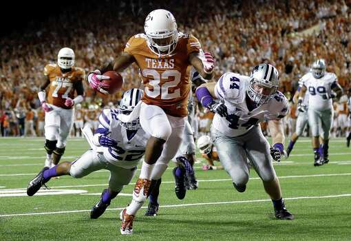 UT's Johnathan Gray scores on a 21-yard run in the second quarter Saturday night. Photo: Eric Gay, STF / AP